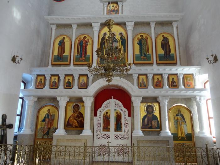 Иконостас главного предела Храма Владимирской иконы Божией Матери с.Анат-Киняры